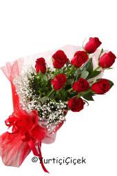 Kırmızı Gül : 9 Adet   Onun adını duymanızla dökülüyor sevgi sözcükleri gönlünüze. Siz de sevdiğinizi mutlu etmek için ona kırmızı gül buketi gönderebilirsiniz. Yaklaşık Ürün Boyutu : 35 cm