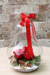 Armut cam vazoda 3 adet kırmızı solmayan gül ile aşkınızın ateşi kalpleri fethetmeye yetecektir.