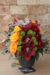 Pembe Lilyum : 7 Adet   Mis kokulu bir sürprize kim evet demez! Sevdiklerinize cam vazoda pembe lilyum ile gönderdiğiniz ortam çiçek koksun.