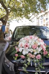 Beyaz güller ve mor orkide ile hazırlanan aranjman ile sevdiklerinizi çok ama çok mutlu edebilirsiniz. Yaklaşık Ürün Boyutu: 25 cm