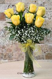 7 Adet Sarı Ekvator Gülü ile hazırlanan butik çiçek tasarımı ile sevdiklerinize aşkınızın en sıcak halini gönderebilirsiniz. Yaklaşık Ürün Boyutu : 55 cm